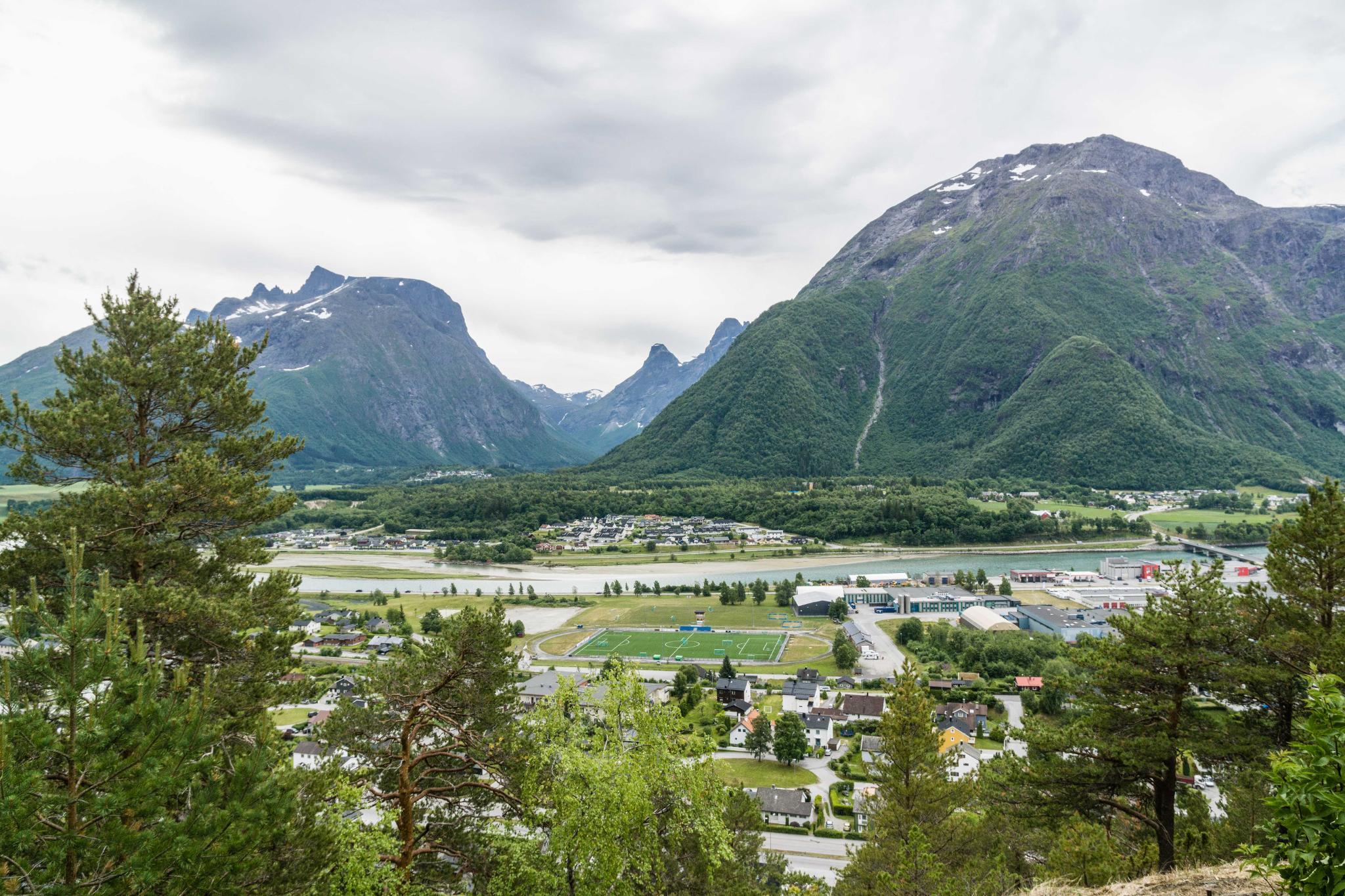 【北歐景點】峽灣區起點Åndalsnes健行 - 鳥瞰峽灣全景的Rampestreken觀景台 10