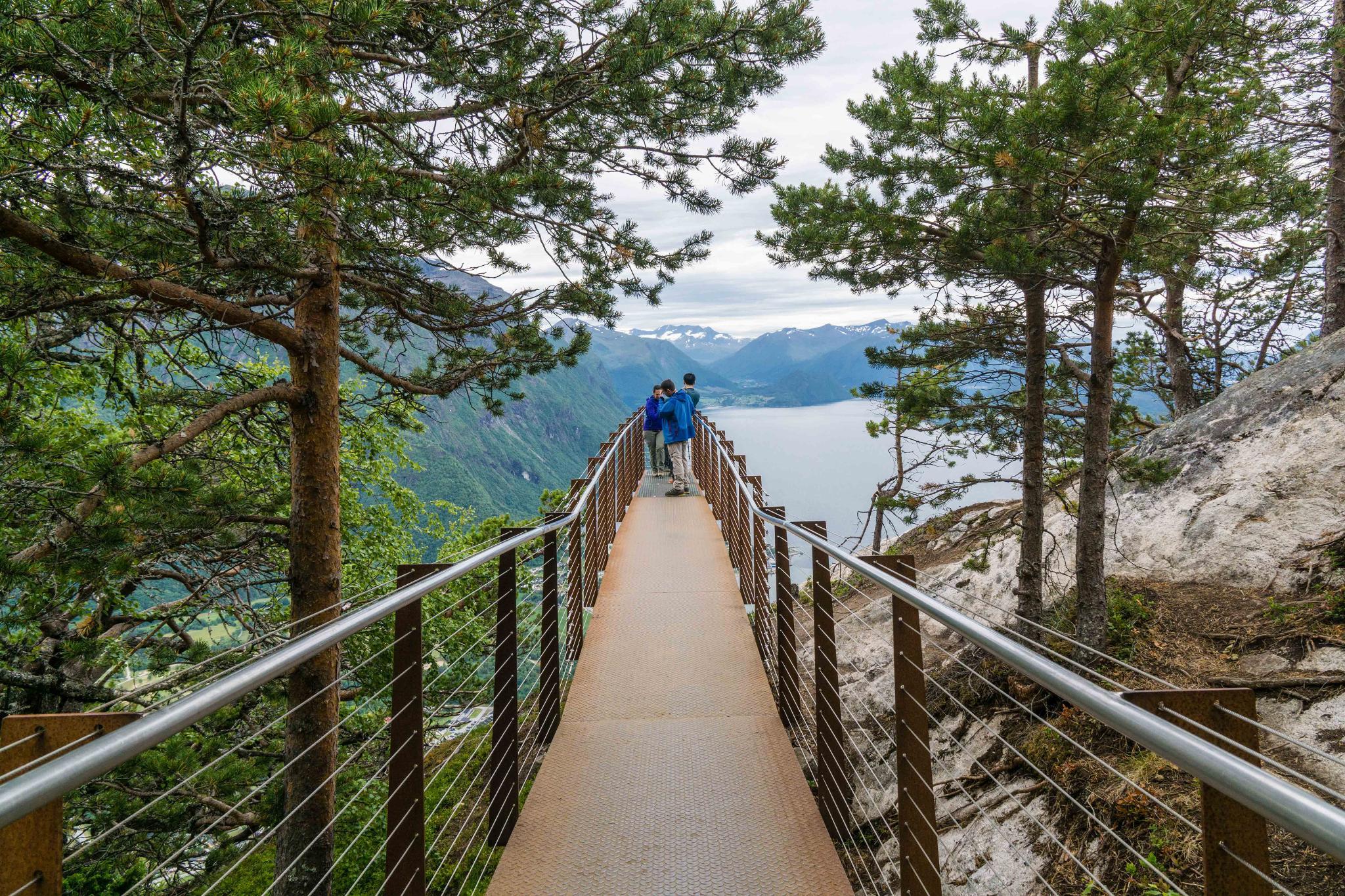 【北歐景點】峽灣區起點Åndalsnes健行 - 鳥瞰峽灣全景的Rampestreken觀景台 20