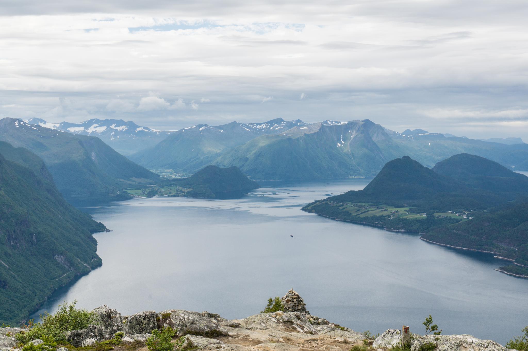 【北歐景點】峽灣區起點Åndalsnes健行 - 鳥瞰峽灣全景的Rampestreken觀景台 30