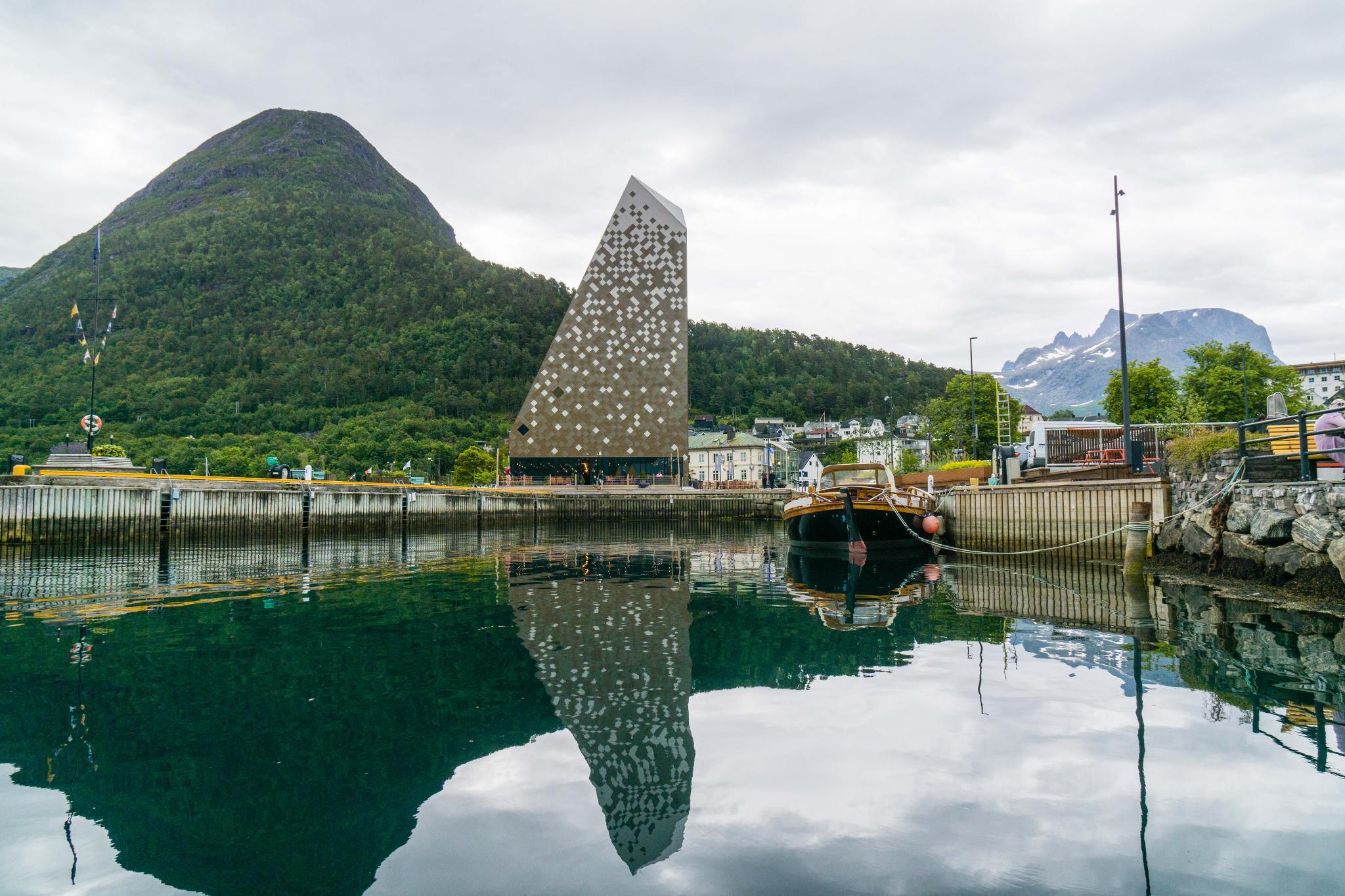 【北歐景點】峽灣區起點Åndalsnes健行 - 鳥瞰峽灣全景的Rampestreken觀景台 43