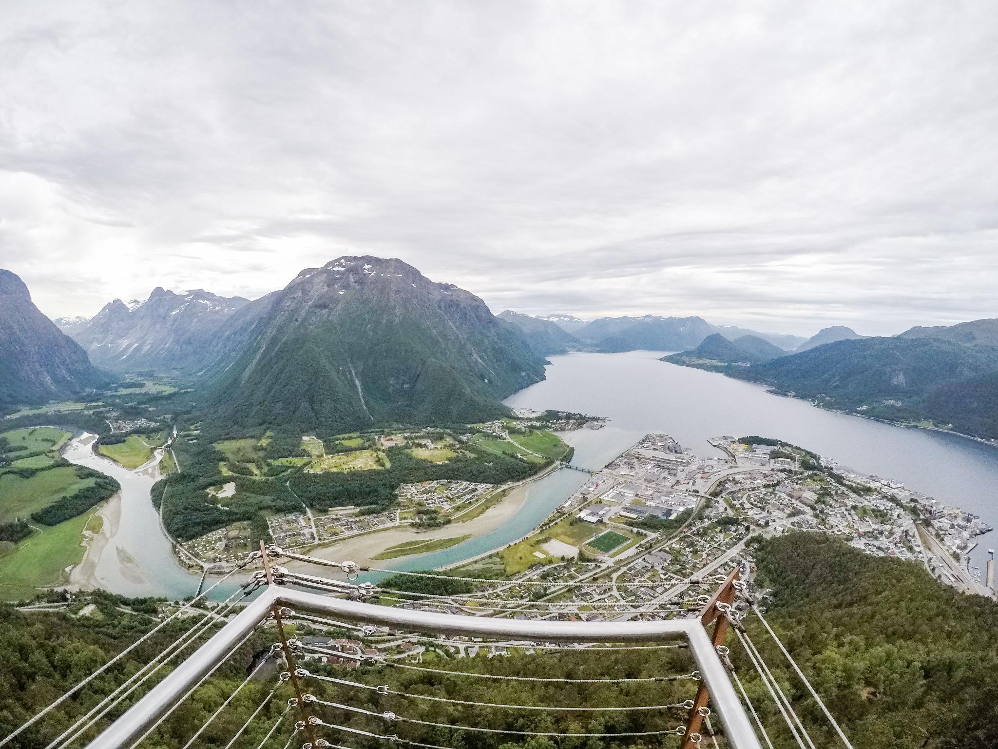 【北歐景點】峽灣區起點Åndalsnes健行 - 鳥瞰峽灣全景的Rampestreken觀景台 23