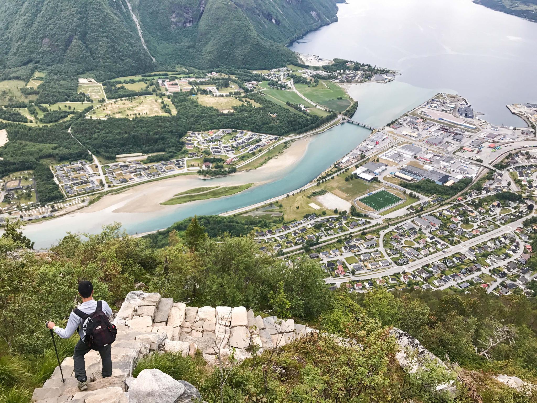 【北歐景點】峽灣區起點Åndalsnes健行 - 鳥瞰峽灣全景的Rampestreken觀景台 40