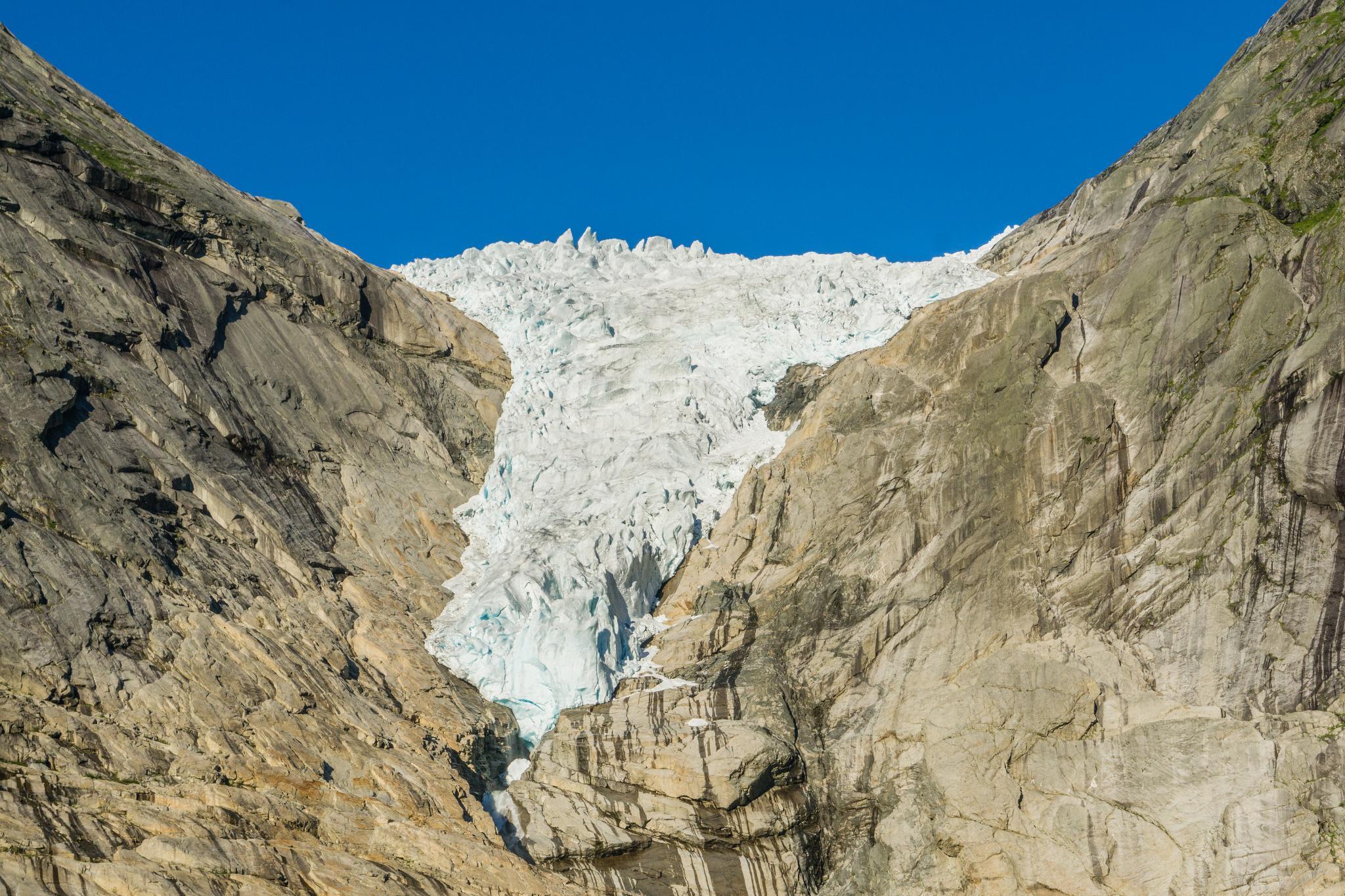 【北歐景點】挪威散步看冰川 – Briksdal Glacier 逐漸消融的冰河哀愁