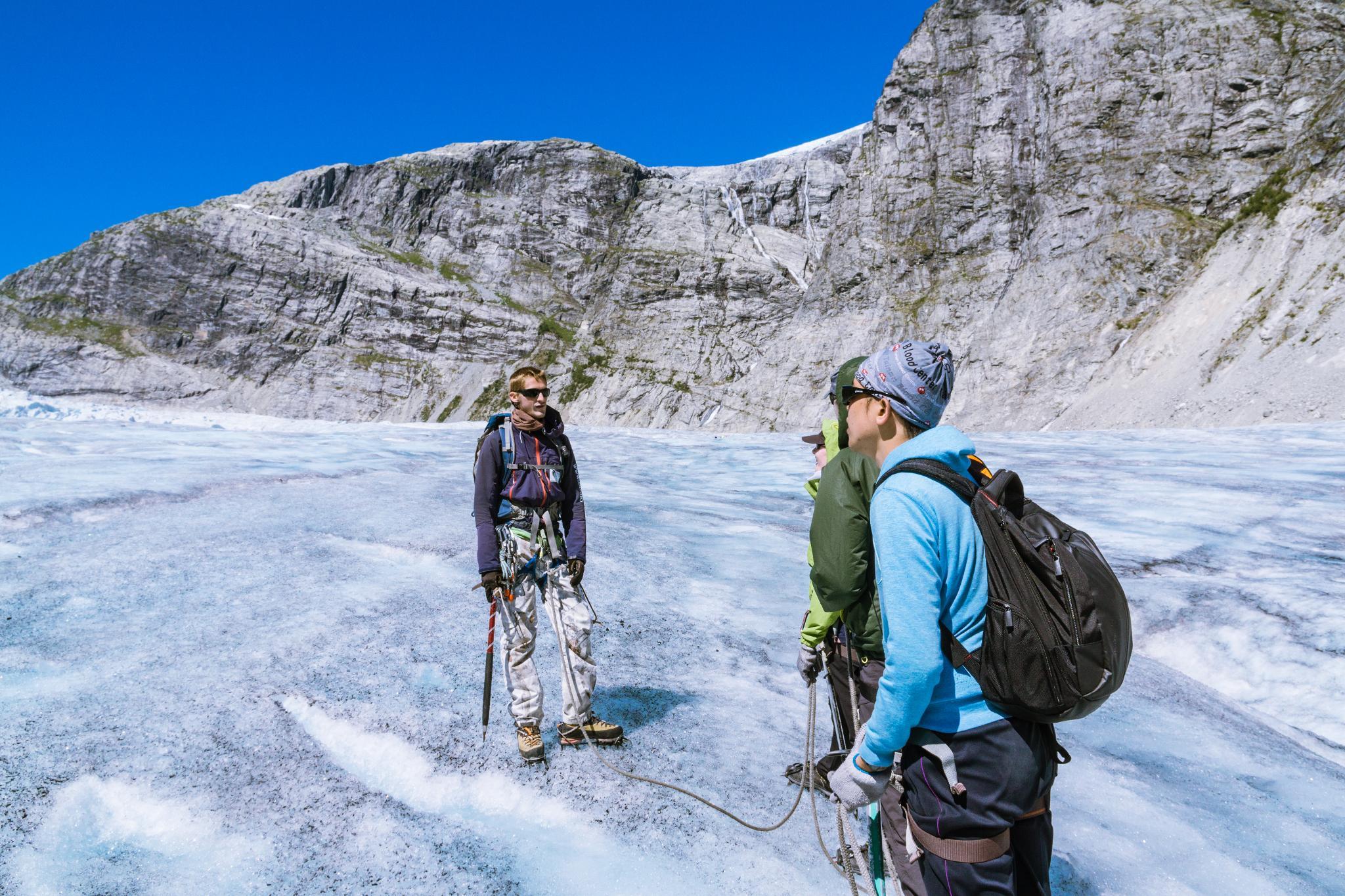 【北歐景點】冒險挪威!峽灣區最刺激的冰河健行 - Nigardsbreen Long Blue Ice Hike 50