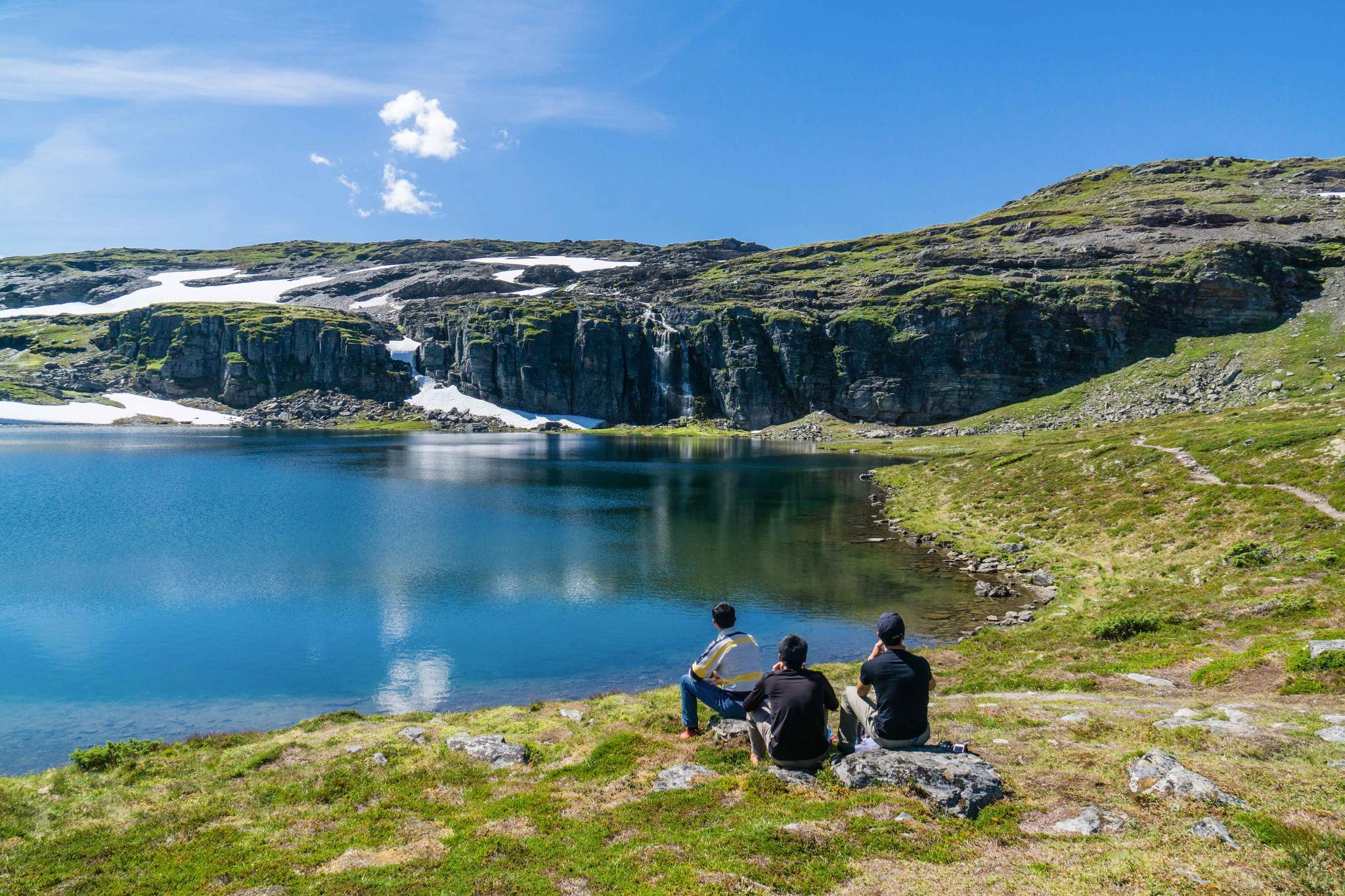 【北歐景點】世界最美景觀公路 – 俯瞰挪威松恩峽灣的 Fv243 雪之路 (Aurlandsfjellet)