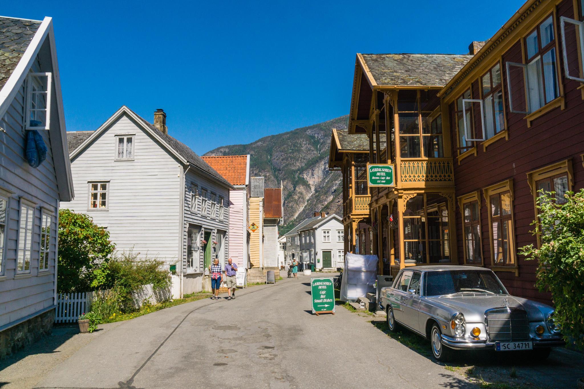 【北歐景點】Lærdalsøyri 松恩峽灣萊達爾小鎮的仲夏風景