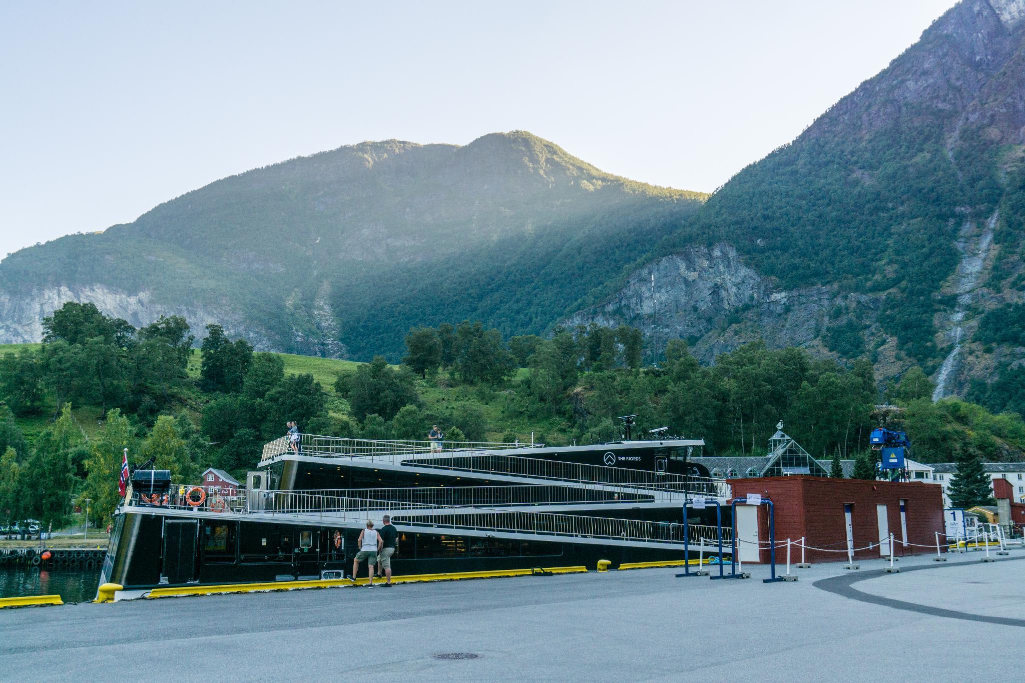 【北歐景點】Flåm 弗洛姆小鎮 — 挪威縮影的重要轉運站 (Flåm Camping與松恩峽灣渡輪介紹) 13
