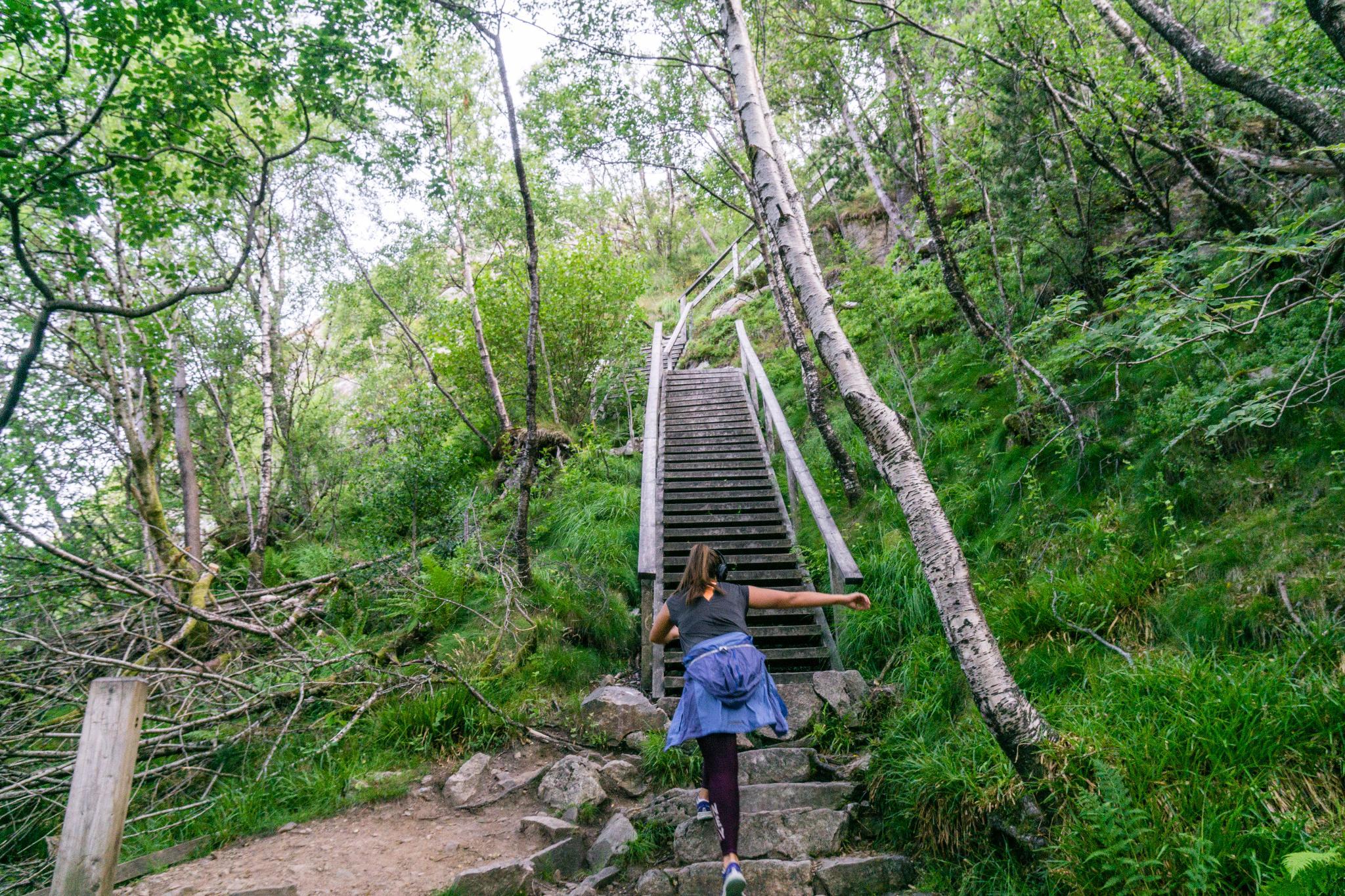 【卑爾根】超級震撼的隱藏版挪威景點 — Stoltzekleiven桑德維克斯石梯與Fløyen佛洛伊恩觀景台大縱走 8