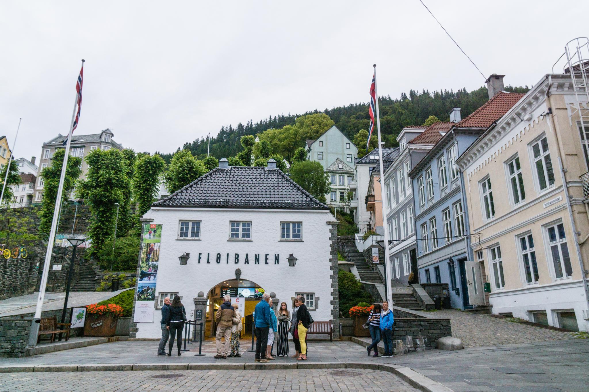 【卑爾根】Fløyen 佛洛伊恩山纜車與觀景台 — 擁抱文化港都的百萬美景 79
