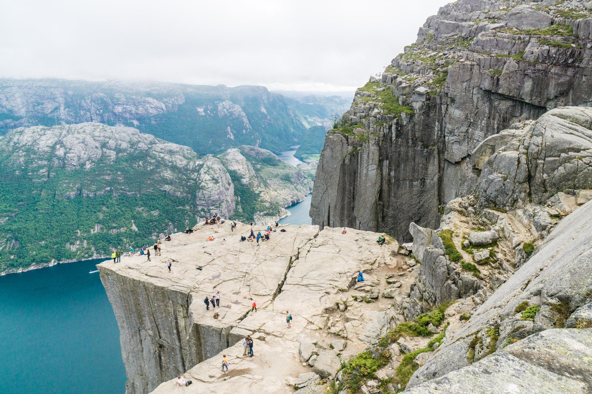 【北歐景點】朝聖挪威三大奇岩:聖壇岩Preikestolen健行紀錄